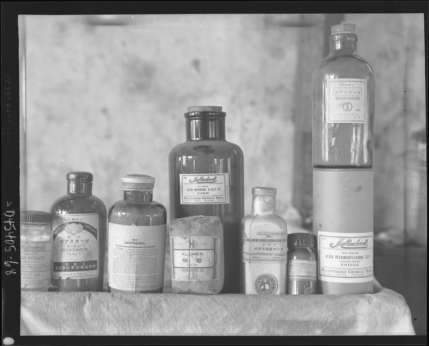 Medicine_bottles_(MAMAS_D45-405-68),_National_Museum_of_Health_and_Medicine_(4724505207)